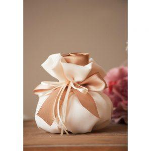 Χειροποίητη μπομπονιέρα γάμου πουγκί με σατέν τριαντάφυλλο