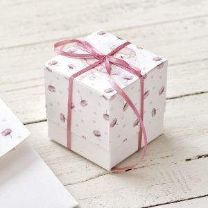 Μπομπονιέρα χάρτινο τετράγωνο κουτάκι για κορίτσι